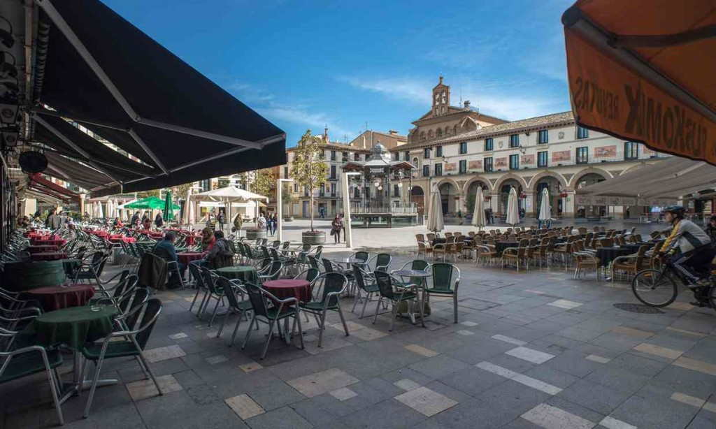 Bars and restaurants at Fueros Square, Tudela. Photograph - Chavi Nandez: Alamy